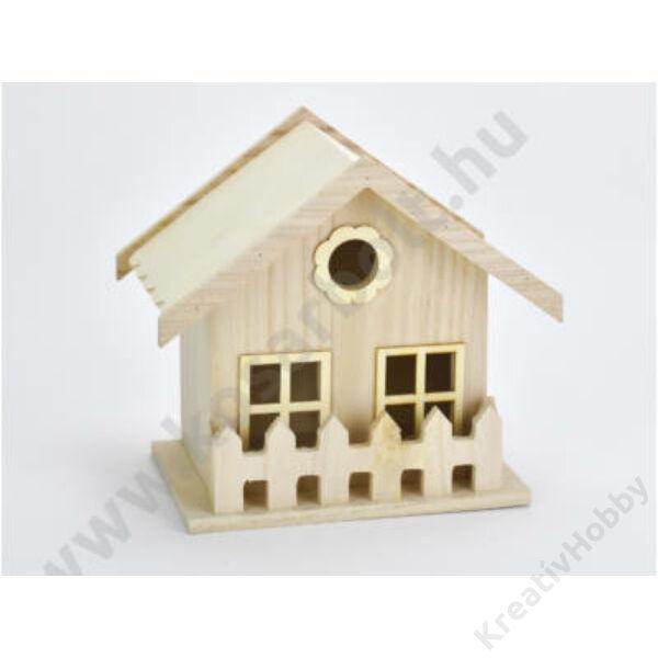 Fa házikó kerítéssel,11,3*17cm,magasság 17,5cm