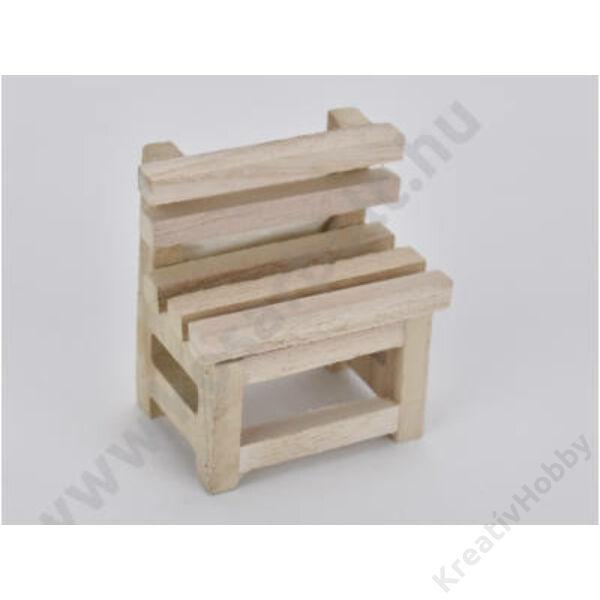Natúr fa szék 4*6cm ,magasság 6,5cm
