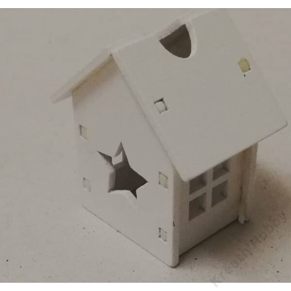 Fehér házikó ,csillag  ablakkal 4x3x2,5cm